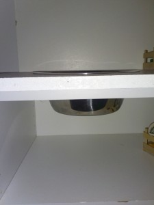 Anleitung für eine Kinderspielküche, eingesetztes Spülbecken