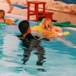 kind das schwimmen beibringen
