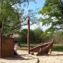 Ferienpark mit Campingplatz Bad Sonnenland bei Moritzburg Spielplatz mit Piratenschiff