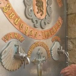 Fuente de Vino, Weinbrunnen in Navarra, Spanien