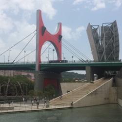 Guggenheim-Museum Bilbao, Terrasse und Brücke, Spanien