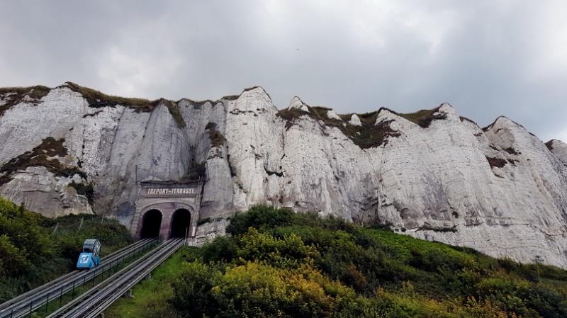 Fahrt mit dem Funicular Schrägaufzug Standseilbahn in Le Tréport, Normandie in Frankreich