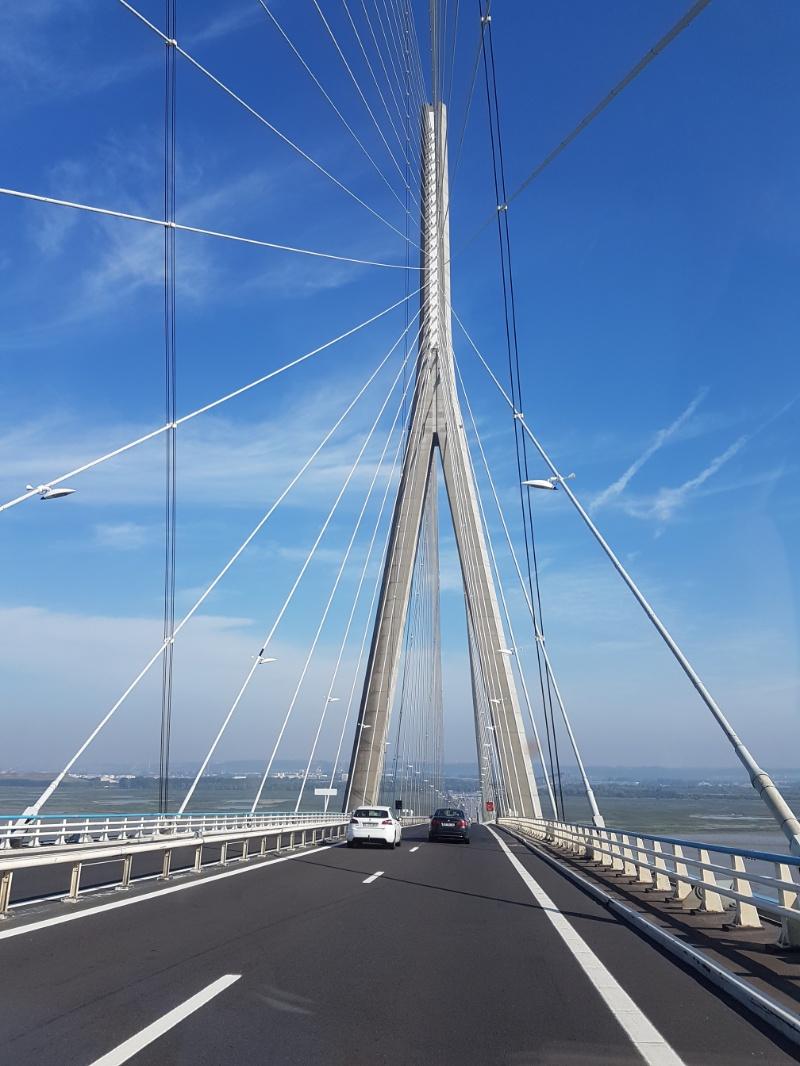 Mit dem Wohnmobil über die Pont de Normandie, in Frankreich bei Le Havre
