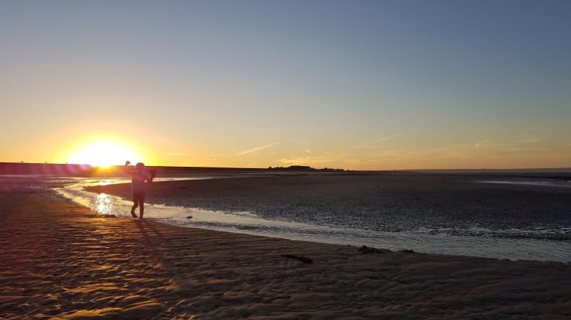 mit dem Wohnmobil durch Nordfrankreich, Utah Beach bei Sonnenuntergang