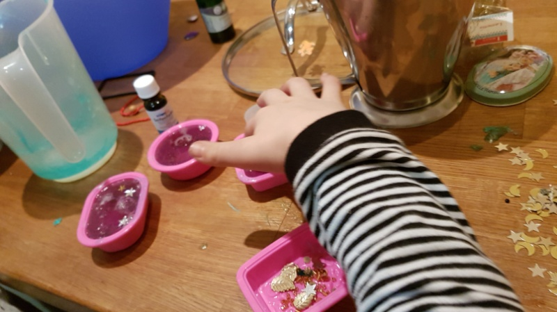 Kinder machen Seife selbst