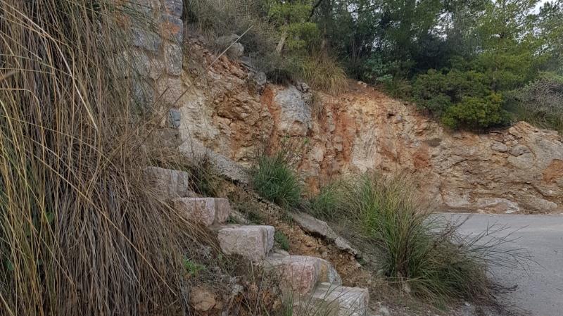 Hinweg zum Piratenturm bei Cala Deià