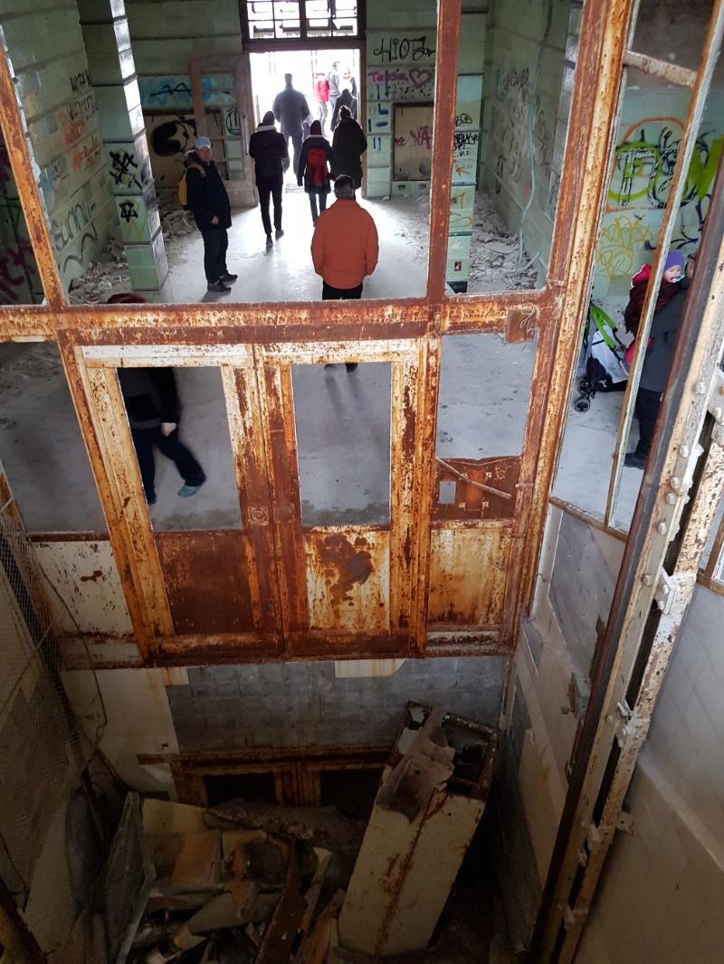 Fahrstuhlschacht der alten Chirurgie der Beelitzer Heilstätten