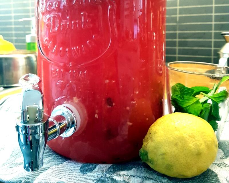Melonen-Minz-Limonade: Perfekt für den Sommer Zuhause, für eine Party oder einfach so weil es lecker ist