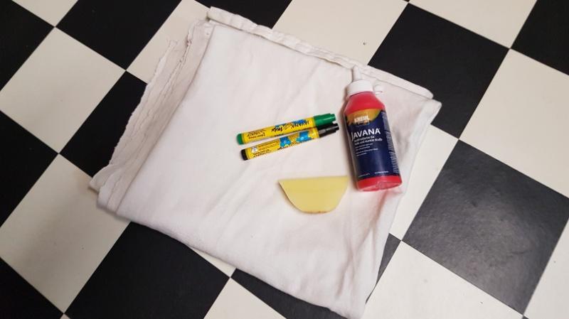 Materialien für eine Tischdecke mit Wassermelonenprint