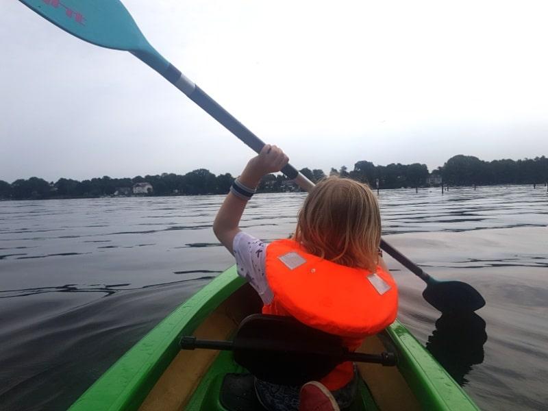 Kanutour mit Kindern, Havel, Berlin, Deutschland, Reisen mit Kindern, Paddeln, Wasser, outdoor, aktiv, draussen unterwegs