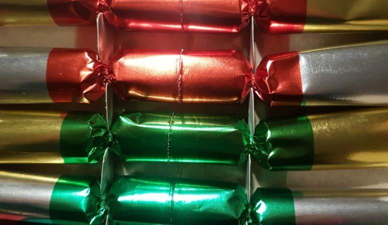 Dekoration, Silvester mit Kindern feiern,  knallbonbons, jahresruckblick, wachsgiessen, blei giessen, neues jahr, familie, party