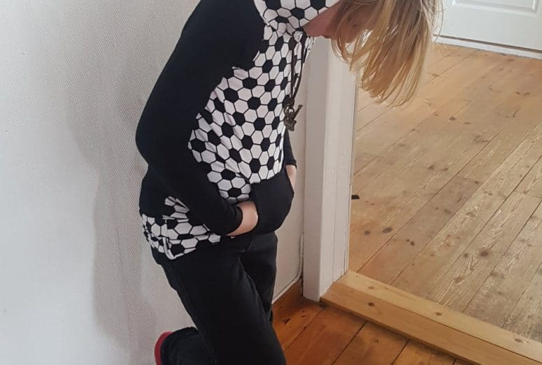 Kindermode Hoodie Kapuzenshirt selber nähen Nähanleitung freebook